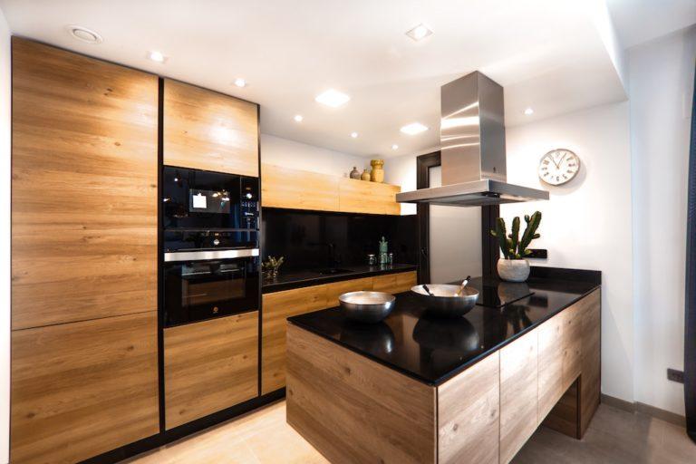 cuisine-hall-de-l-habitat-renovation-maison-boutique-fenetres-interieur-pornichet-labaule-le-pouliguen-guerande-2